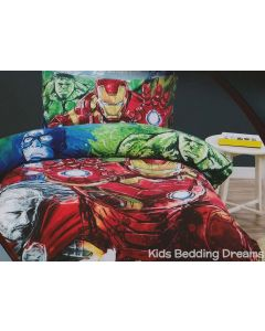 Captain America, the Incredible Hulk, Thor and Iron Man reassemble as Marvel's Avengers team in this Age of Ultron bed set.