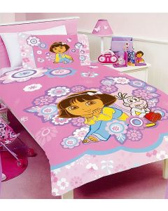 Nickelodeon's Dora and Boots are fabulosa and surrounded by flowers on this duvet set.