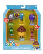 Stimulate creativity and imaginative play with mini figures that feature Duggee and the squirrels Roly, Tag, Betty, Happy, Norrie and a badge.
